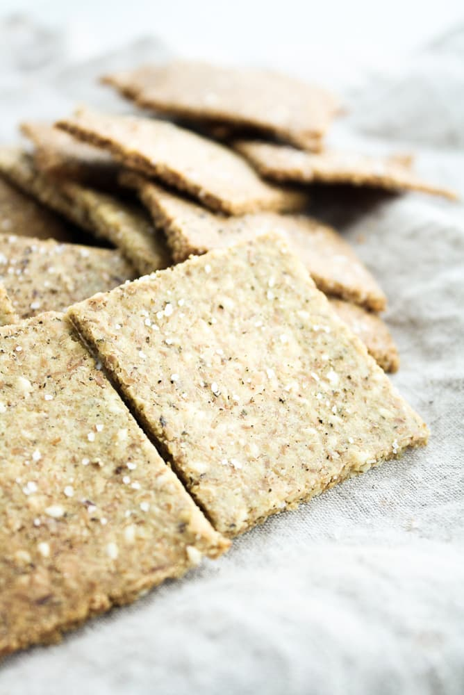 Low-Carb-Crackers on a cloth table napkin