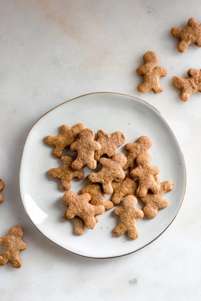 keto-gingerbread-men-on-a-plate