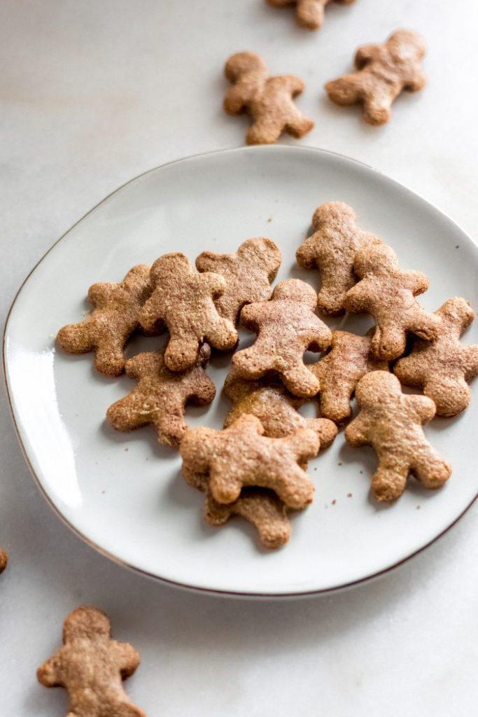 close-up-shot-keto-gingerbread-cookies