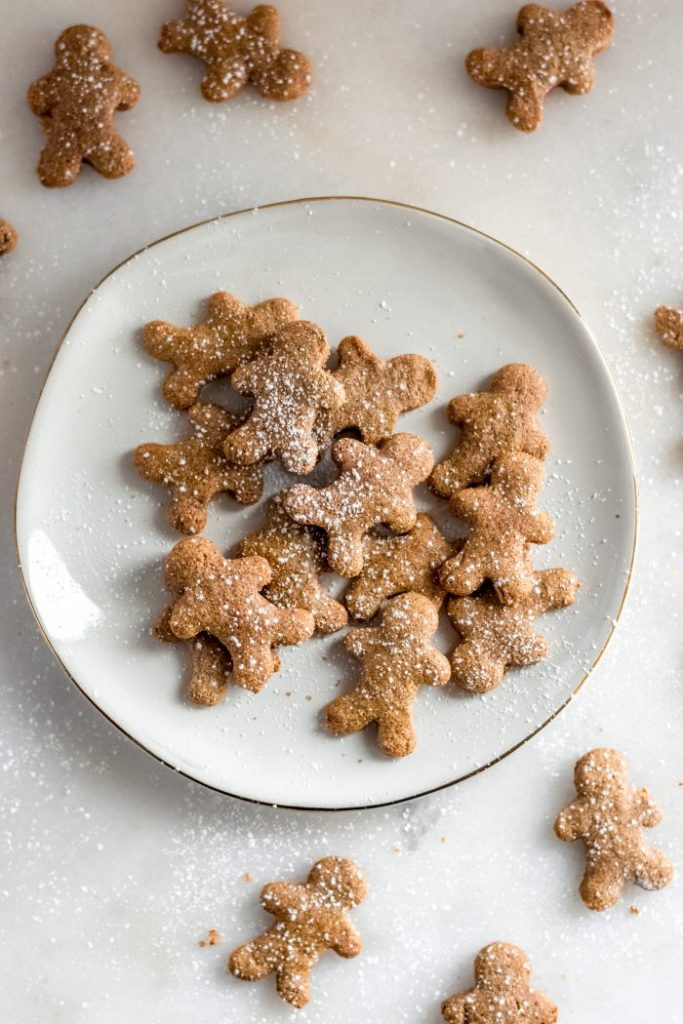 low-carb-gingerbread-men-with-sweetener