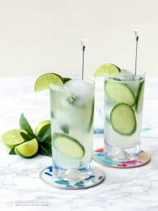 2 servings of low-carb cocktails with limes