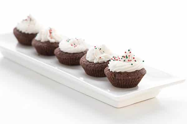 5 low-carb peppermint brownie bites lined up on a rectangular tray