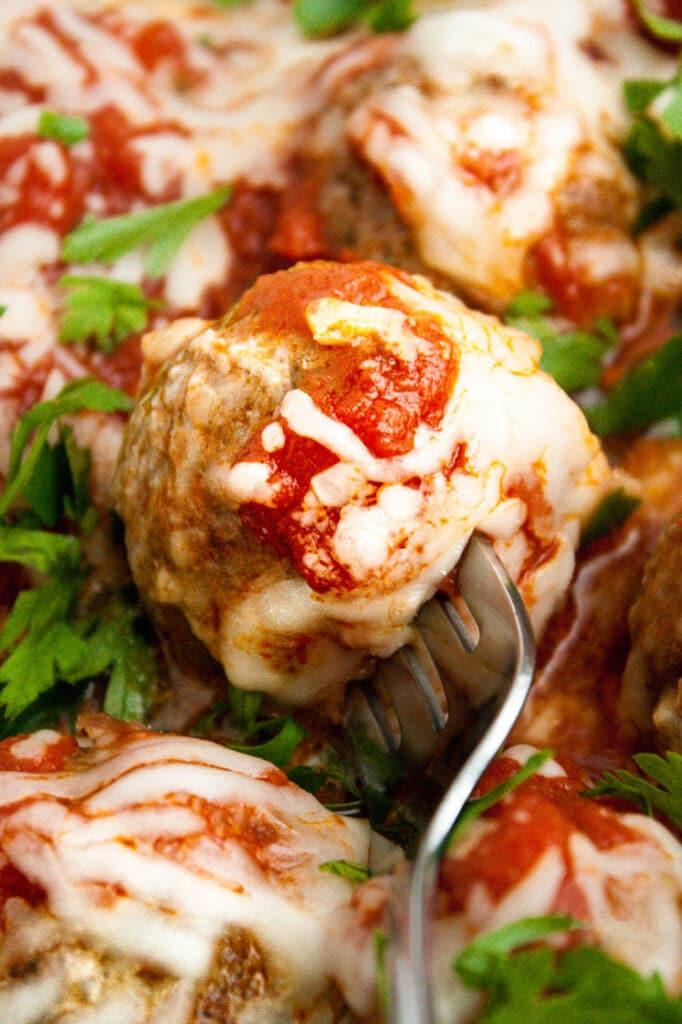 closeup-shot-of-keto-italian-meatballs