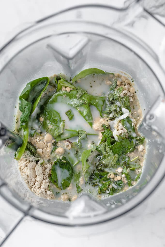 coconut milk, gelatin and spinach in a blender